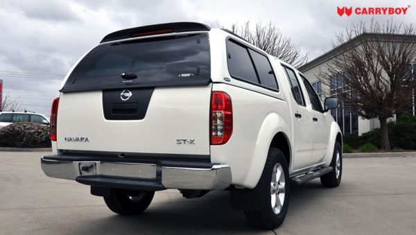 Carryboy hardtop bijeli za pickup Nissan Navara D40 king cab 2005-2015 s bočnim prozorima 1