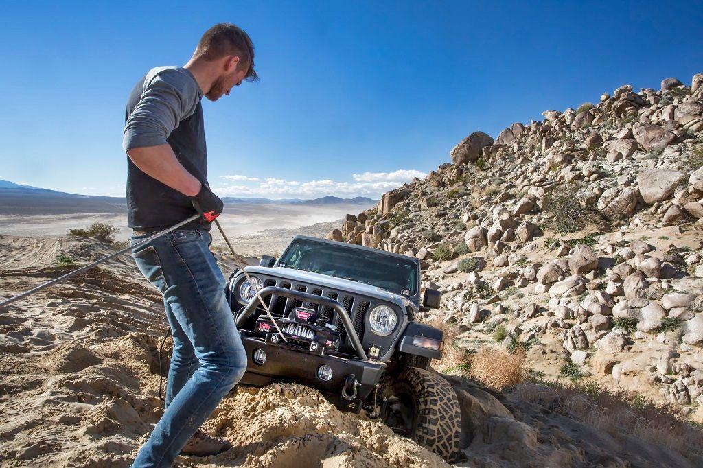 Premium vitlo Warn VR EVO 12-S, 12V, 5.443kg sa sintetskim užetom, vodilicom i žičnim i bežičnim daljinskim