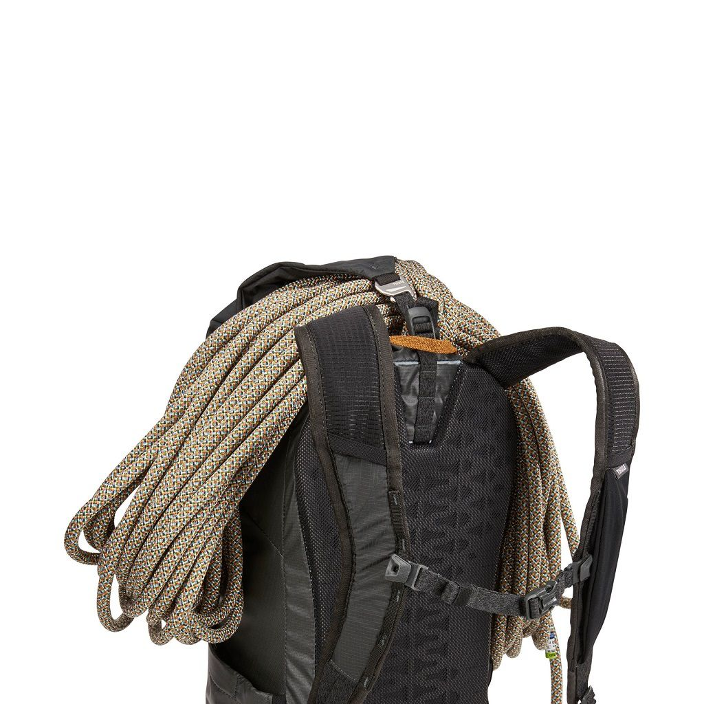 Thule Stir 20L crni planinarski ruksak